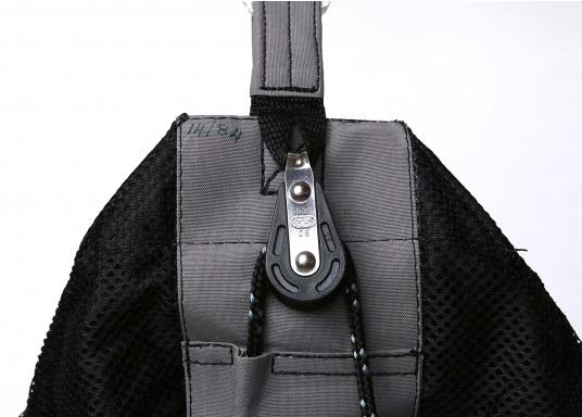 Chaussette à spi avec cloche de forme ovale pour faciliter les manoeuvres. Plusieurs dimensions sont disponibles pour des ensembles prêt à être utilisés, mousquetons compris.  (Image 2 de 5)