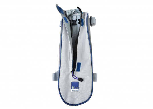 Mast rigging bag for direct mounting at the mast. Equiped with integrated net at the bottom for water drainage. The bag can be easily attached with Velcro straps at the backside.