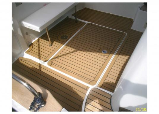 <div>Elegant und technisch hochwertig! Der flexible Teakoptik Deckbelag kann auf Kunststoff-, Stahl- und Holzoberflächen eingesetzt werden. Er ist langlebig, vollständig UV-stabilisiert und besonders rutschfest.</div>  (Bild 14 of 60)