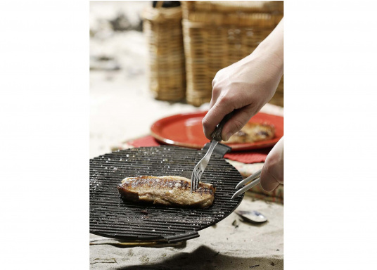<div> Wollen Sie einfach schnell Würstchen, Steaks, Fisch oder Gemüse an Bord oder unterwegs grillen? Dann ist der EASY TO GO Grill von COBB genau richtig!</div> (Bild 10 of 11)