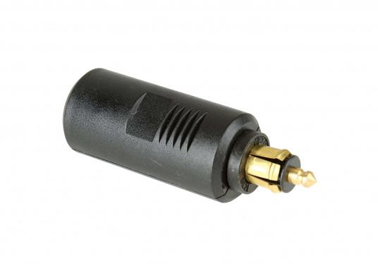 This adapter enables the operation of devices with cigarette lighter plugs in small DIN sockets. Multivolt: 12/24 V. 16 A. (Image 2 of 3)