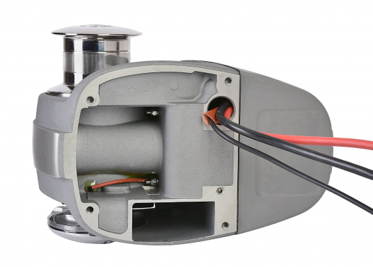 "A newly developed ""on-deck windlass"" with a modern design. Its completely waterproof housing is IP67 certified, as to ensure long-term operation. (Imagen 3 of 4)"