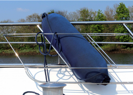 <div> Fendersocken – der einfache Weg Ihr Boot zu schützen. Diese Überzüge für Langfender bieten optimalen Schutz für Fender und Boot. Kein Quietschen mehr und kein Fenderabrieb.</div> (Bild 4 of 5)