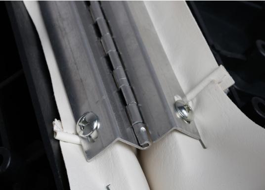 Back-To-Back Sitzbank mit Kunstlederbezug für zwei Personen mit Kunststoff-Aufbaurahmen. Die Sitzfläche lässt sich zu einer Liegefläche mit einer Länge von 166 cm ausklappen. (Bild 10 of 13)