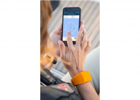 Bei dem MOB-Armband von SEATAGS handelt es sich um einen MOB-Sender, der perBluetoothmit einem kompatiblen Smartphone oder Tablet (Android oder iOS)verbunden wird. Dazu muss lediglich die kostenlose App auf dem jeweiligen Gerät installiert werden. (Bild 11 of 12)