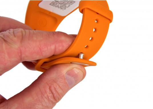 Bei dem MOB-Armband von SEATAGS handelt es sich um einen MOB-Sender, der perBluetoothmit einem kompatiblen Smartphone oder Tablet (Android oder iOS)verbunden wird. Dazu muss lediglich die kostenlose App auf dem jeweiligen Gerät installiert werden. (Bild 5 of 12)