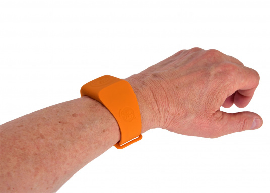 Bei dem MOB-Armband von SEATAGS handelt es sich um einen MOB-Sender, der perBluetoothmit einem kompatiblen Smartphone oder Tablet (Android oder iOS)verbunden wird. Dazu muss lediglich die kostenlose App auf dem jeweiligen Gerät installiert werden. (Bild 6 of 12)
