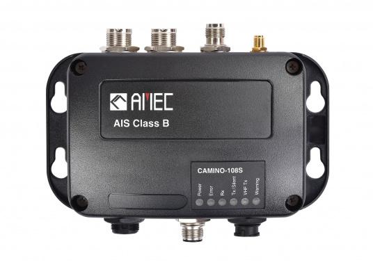 Ausgestattet mit einem internen Splitter, erlaubt der Camino-108S die Nutzung der vorhandenen UKW-Antenne. Dies macht den nachträglichen Einbau des AIS-Transponders besonders einfach. Im Lieferumfang ist die passende GPS-Antenne bereits enthalten. (Bild 3 von 8)