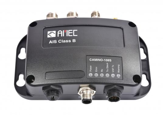 Ausgestattet mit einem internen Splitter, erlaubt der Camino-108S die Nutzung der vorhandenen UKW-Antenne. Dies macht den nachträglichen Einbau des AIS-Transponders besonders einfach. Im Lieferumfang ist die passende GPS-Antenne bereits enthalten. (Bild 4 von 8)