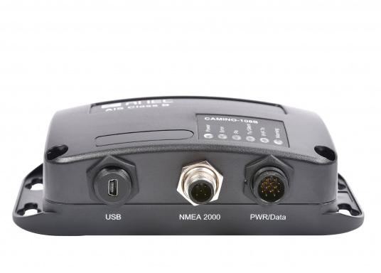 Ausgestattet mit einem internen Splitter, erlaubt der Camino-108S die Nutzung der vorhandenen UKW-Antenne. Dies macht den nachträglichen Einbau des AIS-Transponders besonders einfach. Im Lieferumfang ist die passende GPS-Antenne bereits enthalten. (Bild 6 von 8)