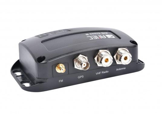 Ausgestattet mit einem internen Splitter, erlaubt der Camino-108S die Nutzung der vorhandenen UKW-Antenne. Dies macht den nachträglichen Einbau des AIS-Transponders besonders einfach. <strong>Im Lieferumfang ist die passende GPS-Antenne bereits enthalten.</strong> (Bild 7 of 8)