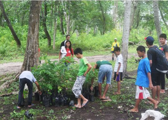 SVB hat das Aufforsten in sein Programm aufgenommen und sich als Partner die MAMA EARTH Foundation ausgewählt, welche bereits über eine Million Mangroven im Golf von Davao/Philippinen gepflanzt hat. (Bild 27 von 27)