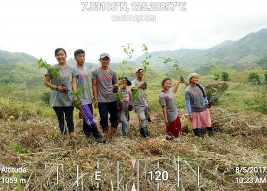 SVB hat das Aufforsten in sein Programm aufgenommen und sich als Partner die MAMA EARTH Foundation ausgewählt, welche bereits über eine Million Mangroven im Golf von Davao/Philippinen gepflanzt hat. (Bild 7 von 27)