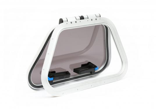 This hatch is used by leading yachmakers worldwide. The hatch has a silver frame made of anodized aluminum. In addition, the door is equipped with lockable latches. (Imagen 2 of 6)