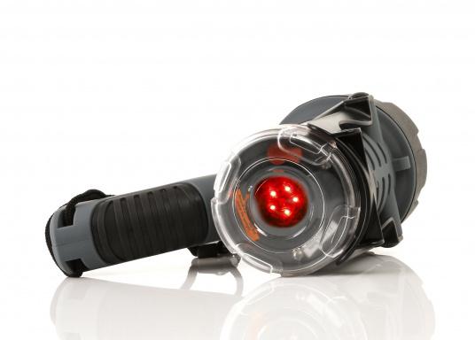 Der Handscheinwerfer CARY von aqua signal überzeugt mit einer Leuchtkraft von 350 Lumen und erreicht Leuchtweiten von bis zu 360 Meter! Die innere Elektronik wird vom robusten, wasserdichten (IP67) Gehäuse geschützt. (Bild 2 of 13)