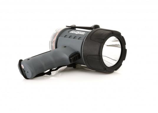 """Der Handscheinwerfer CARY von aqua signal überzeugt mit einer Leuchtkraft von 350 Lumen und erreicht Leuchtweiten von bis zu 360 Meter! Die innere Elektronik wird vom robusten, wasserdichten (IP67) Gehäuse geschützt."""""""